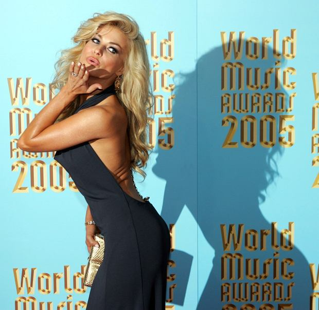 Carmen Electra arrives at the World Music Awards on Wednesday, Aug. 31, 2005, in Los Angeles. (AP Photo/Chris Carlson)
