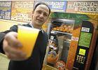 Już nie tylko kawa i herbata. Polacy przerzucają się na żywność z automatów. W tym roku wydamy 472 mln zł