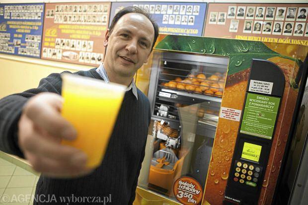 Przykład vendingu z Bielsko-Białej. Tak wygląda maszyna do wyciskania soku z owoców w jednej ze szkół ponadgimnazjalnych.