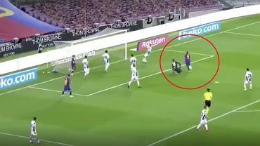 Luis Suarez strzela gola Espanyolowi