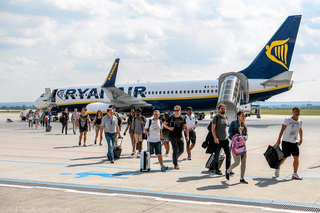Boeing w barwach Ryanair na lotnisku Jasionka w Rzeszowie, 2 września 2016