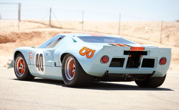 Ford GT40 Gulf/Mirage Lightweight (fot. RM Auctions)