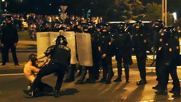Starcia milicji z protestującymi