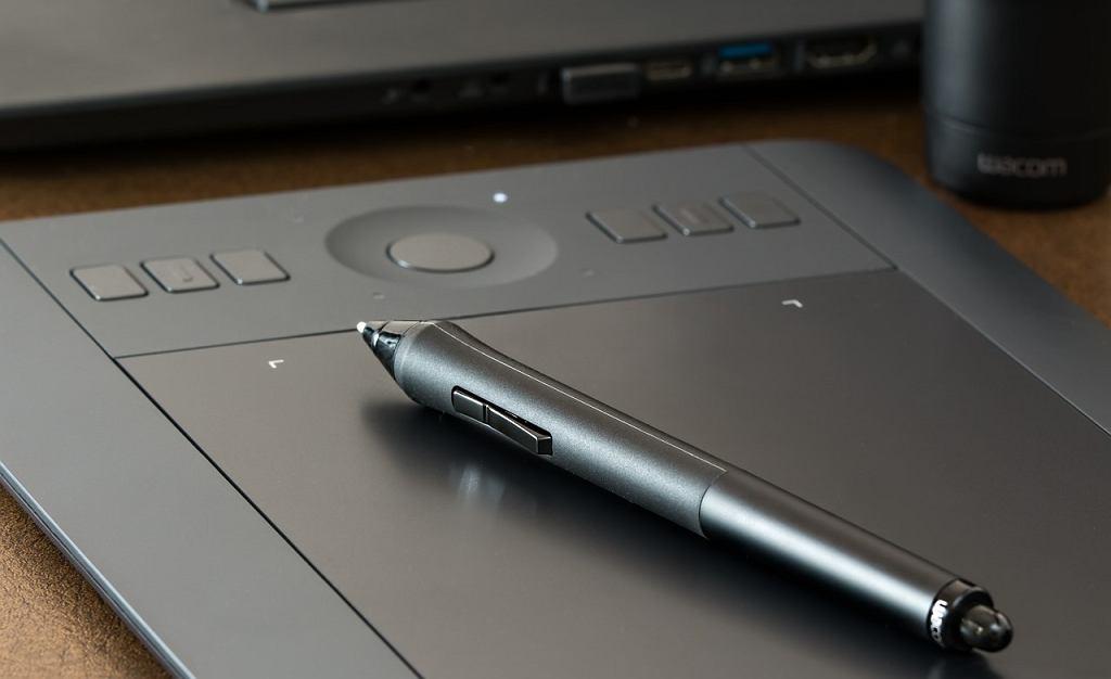 Jaki tablet graficzny na początek? Na zdjęciu tablet graficzny Wacom