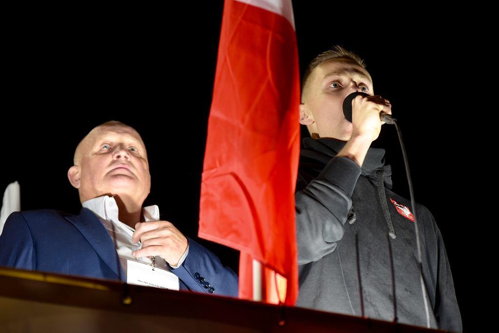 Marsz Polski Niepodległej zorganizowany przez narodowców we Wrocławiu. Na scenie Piotr Rybak i Jacek Międlar