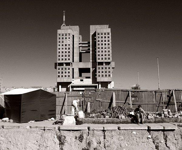 Dom Sowietów w trakcie budowy