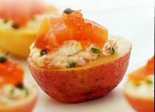 Małe ziemniaczki nadziewane wędzonym łososiem - ugotuj