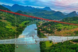 Najdłuższy szklany most na świecie już otwarty