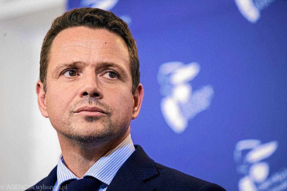 Warszawa, plac Bankowy. Ratusz. Prezydent Warszawy Rafał Trzaskowski podczas konferencji prasowej