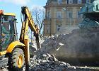 """""""Zburzyć, zniszczyć, zaorać - tak działa dobra zmiana"""", czyli wielkie burzenie pomników [ZDJĘCIA]"""