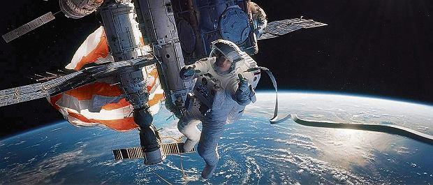 Postaci granej przez Sandrę Bullock w filmie 'Grawitacja' zagrażały kosmiczne śmieci. I to nie jest wcale fikcyjny scenariusz.