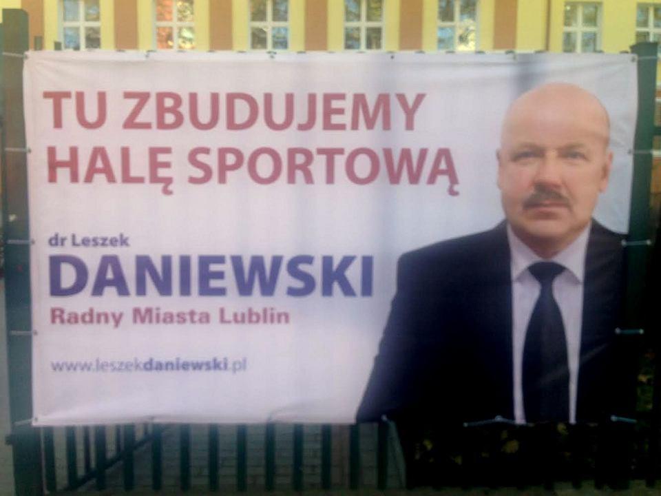 Plakat Wyborczy Przy Szkole Radny Po Złamał Prawo