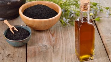 Olej z czarnuszki ma bardzo szerokie zastosowanie. Zdjęcie ilustracyjne
