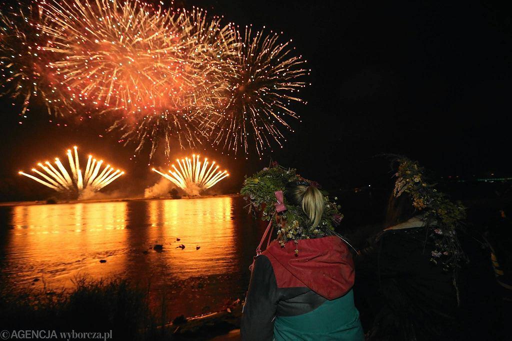 Wianki 2014 na Podzamczu - pokaz sztucznych ogni nad Wisłą