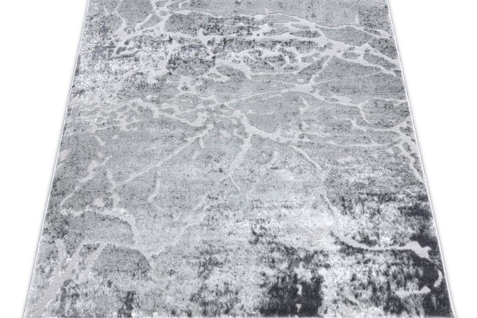 Dywan nowoczesny o kamiennym wzorze.