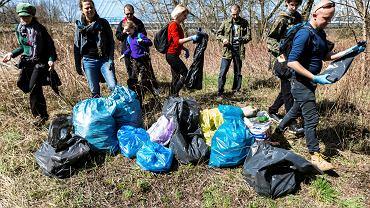Akcja sprzątania północnych brzegów Wisłoka zainicjowana przez Stację Rzeszów Dziki