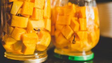 Dynia w occie jabłkowym to doskonały dodatek do pieczonych mięs, pasztetów (również warzywnych) oraz serów