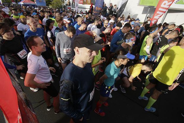 Zdjęcie numer 47 w galerii - Ponad 1200 biegaczy na starcie 37. Toruń Maraton, wygrał Łukasz Oskierko [ZDJĘCIA]