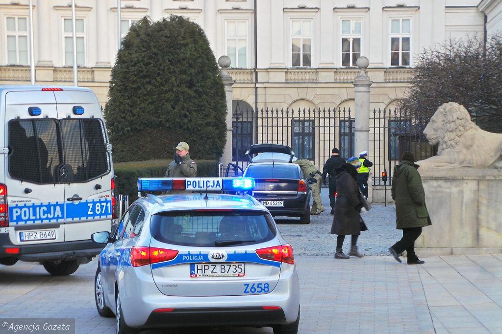 Mężczyzna staranował ogrodzenie do Pałacu Prezydenckiego. Został zatrzymany