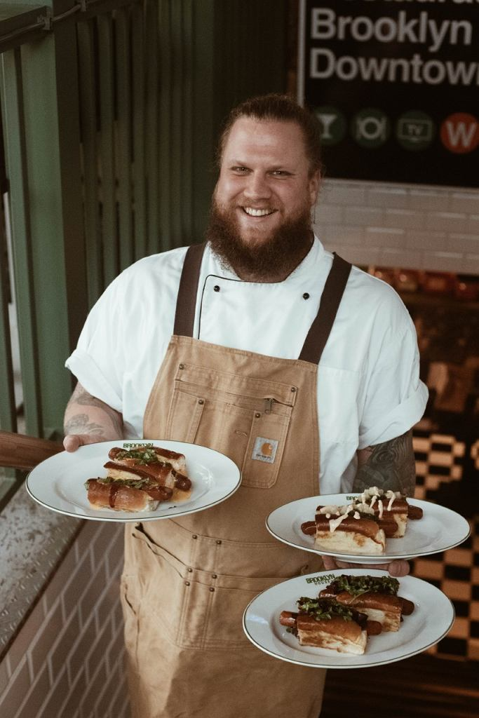 Filip Głodek i hot dogi z Brooklyn House