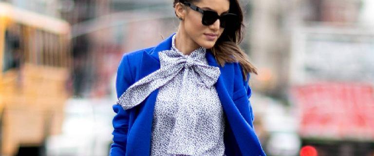 Koszule i sukienki z wiązaniem pod szyją to idealne modele na święta. Modne i kobiece