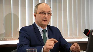 Wicekurator oświaty Jerzy Sołtysiak na piątkowej konferencji prasowej
