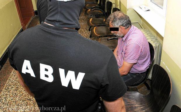 12 czerwca 2014. Tomasz P., były dyrektor Zachodniopomorskiego Zarządu Melioroacji i Urządzeń Wodnych, przed sądowym posiedzeniem aresztowym