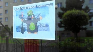 Bogatynia. Kartka na drzwiach z napisem: 'Czechow nie obsługujemy'