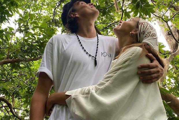 Julia Wieniawa i Nikodem Rozbicki wybrali się w podróż na Zanzibar. Tym razem para pochwaliła się romantycznym zdjęciem z wyjątkowym gościem w tle.