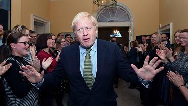 Brexit. Premier Boris Johnson witany przez pracowników 10 Downing Street - swojej rezydencji i biura.