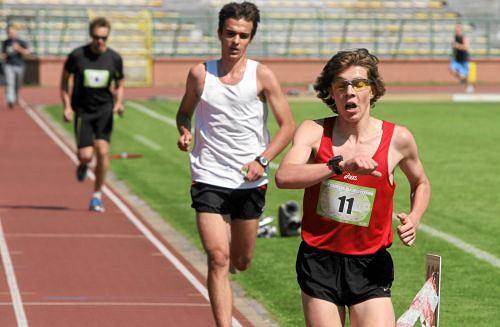 Biegacze podczas testu Coopera w Toruniu, 2011 r.