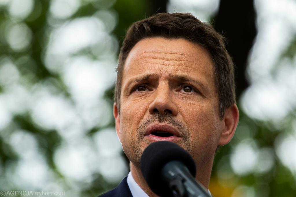 Rafał Trzaskowski podczas wiecu wyborczego w lipcu 2020 r.