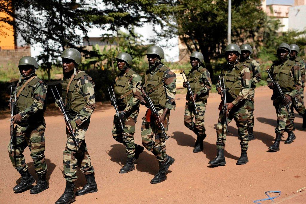 Żołnierze gwardii prezydenta Mali patrolują stolicę kraju - Bamako