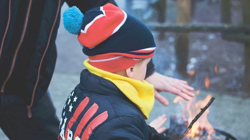 Umiejętność siedmiolatka: umieć rozpalić i zgasić ognisko na polanie