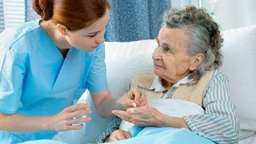 Długotrwałe przyjmowanie niektórych leków hamujących rozwój choroby, może wywołać nieprzyjemne skutki uboczne