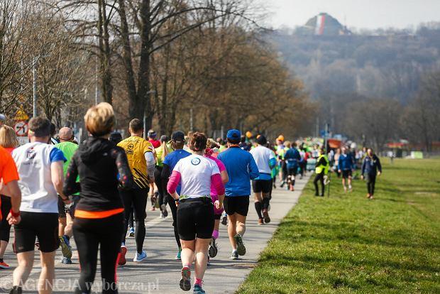 Zdjęcie numer 0 w galerii - Półmaraton Marzanny. Biegacze W Krakowie pożegnali zimę [ZDJĘCIA]