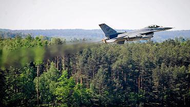 Baza Lotnictwa Taktycznego Polskich Sil Powietrznych właczona w struktury NATO obsługujące samoloty F-16 Fighting Falcon