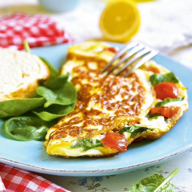 Omlet zpomidorkami iszpinakiem