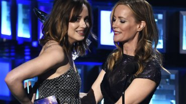 Dakota Johnson, Leslie Mann