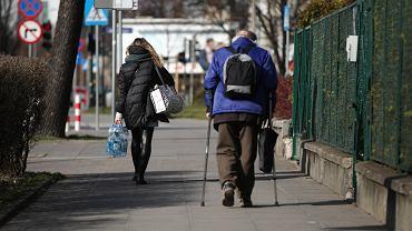 Koronawirus. Samotne, starsze, niepełnosprawne osoby potrzebują pomocy