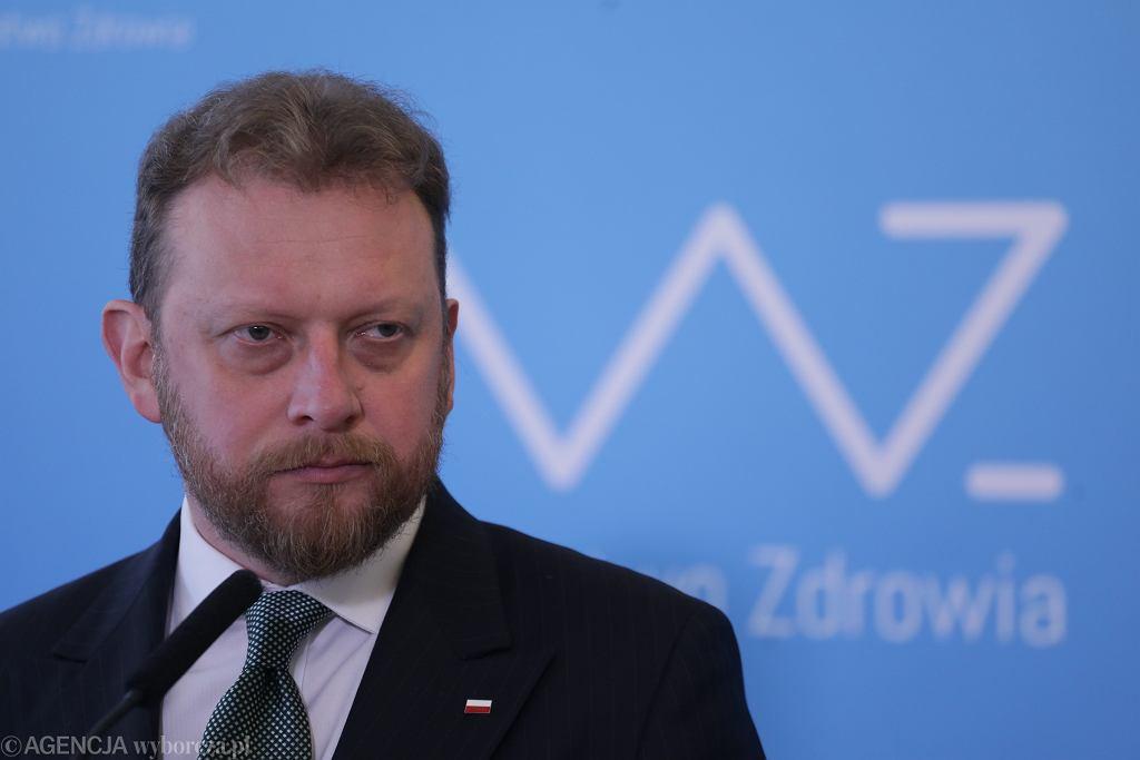 Minister zdrowia Łukasz Szumowski podczas konferencji prasowej.