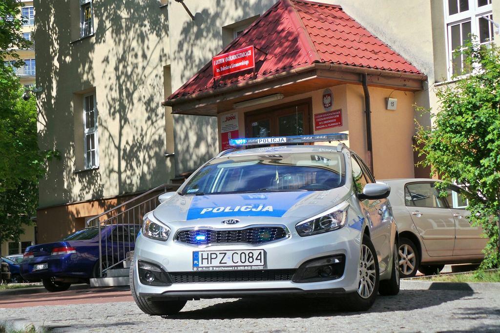 Alarm bombowy przed maturą w I LO im. Limanowskiego przy ul. Felińskiego na Żoliborzu