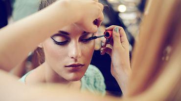 Twój makijaż nie utrzymuje się przez cały dzień? Zapewne zapominasz o tym jednym, najważniejszym kroku