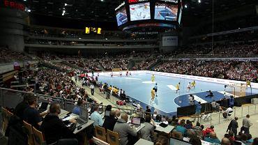 Biało-czerwona Ergo Arena tym razem nie pomogła polskim piłkarzom ręcznym. Podopieczni Michaela Bieglera przegrali z Hiszpanią 22:25. Dla Polaków był to ostatni mecz przed pierwszym spotkaniem z Niemcami, którego stawką jest awans do finałów mistrzostw świata w Katarze w 2015 roku. To spotkanie w sobotę również w Ergo Arenie.