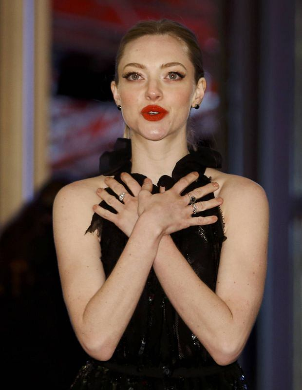 """Actress Amanda Seyfried poses as she arrives for the screening of the film """"Les Miserables"""" at the 63rd Berlinale International Film Festival in Berlin February 9, 2013.          REUTERS/Thomas Peter (GERMANY  - Tags: ENTERTAINMENT)"""