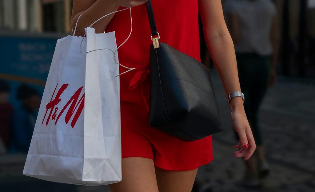 HM otwiera pierwsze stacjonarne sklepy po przerwie. Obowiązują jednak nowe zasady