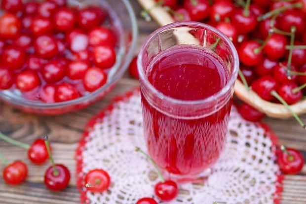 Odstaw bomby kaloryczne, sięgaj po rośliny i nabiał. Co i jak jeść i pić w gorące dni? Dietetycy radzą