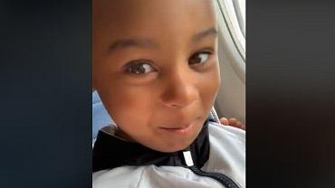 Podczas lotu samolotem 4-letni chłopiec zwrócił uwagę pasażerce, żeby nie trzymała swoich gołych, śmierdzących stóp na jego podłokietniku