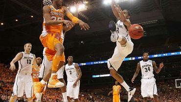 J.P. Prince (pomarańczowa koszulka) w barwach akademickiej drużyny Tennessee