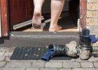 """Savoir-vivre: """"Mocno pocą mi się stopy. Mogę odmówić zdjęcia butów?"""""""